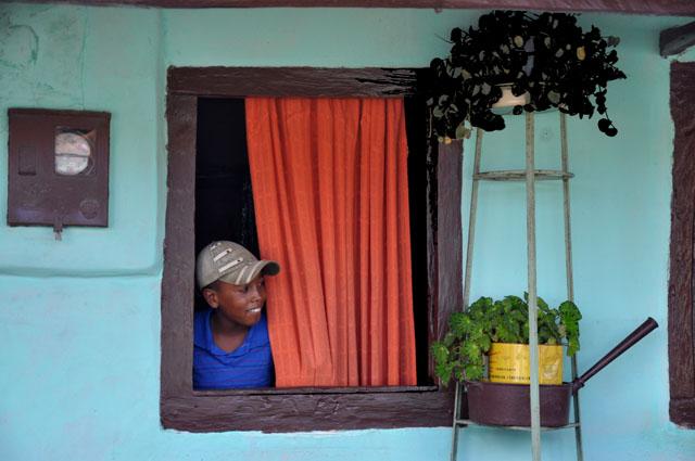 2_menino na janela